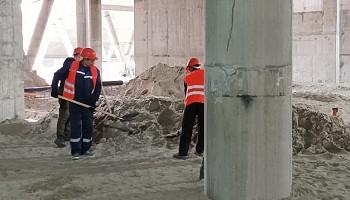 Новый Ледовый дворец спорта в Новосибирске облагораживают осужденные