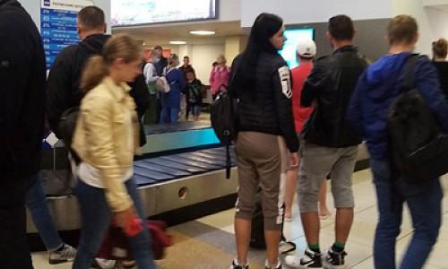 """Из-за поломки самолета """"Победы"""" пассажиры рейса Сочи-Новосибирск не могли получить багаж в Толмачево"""