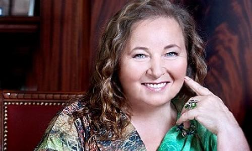 Евдокия Лучезарнова рассказала, как стихи помогают женщинам