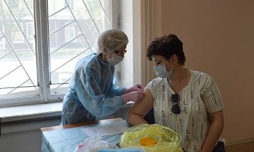 Жителям НСО предлагают пройти вакцинацию от COVID-19 на избирательных участках во время выборов