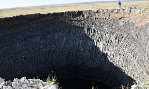 На севере Западной Сибири из-за глобального потепления появились гигантские ямы в земле