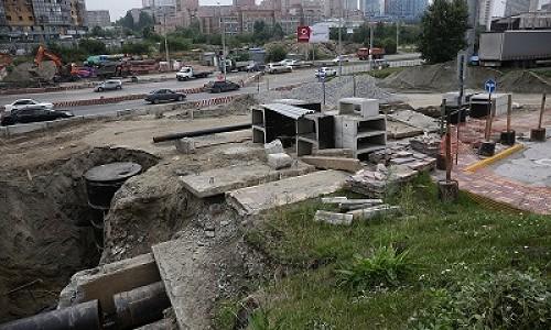 Под ул. Ипподромской в Новосибирске меняют тридцатилетние коммуникации