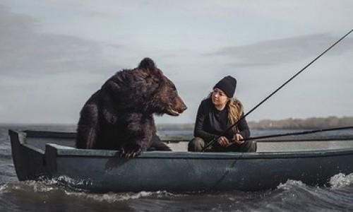 «Сибирячки настолько суровы, что живут с медведями и ловят с ними рыбу»