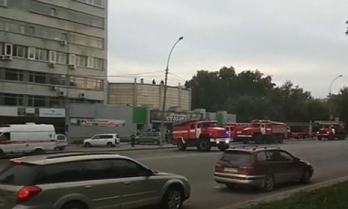 """Пожар в типографии """"Советская Сибирь"""" тушили два часа. Видео с места происшествия"""