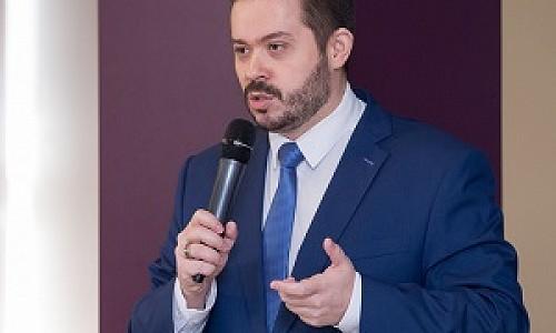 Илья Новокрещенов считает, что домашнее обучение не вредит подготовке к ЕГЭ