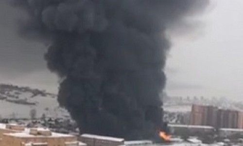 В Красноярске трое спасателей погибли при тушении крупного пожара на автоскладе