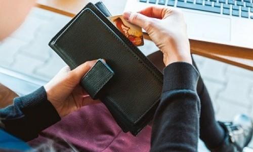 «Воспользовалась данными клиента и оформила кредит»: сотрудница банка в Новосибирске присвоила чужие деньги